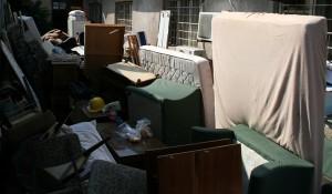 Изхвърляне на стари мебели, електроуреди и други боклуци