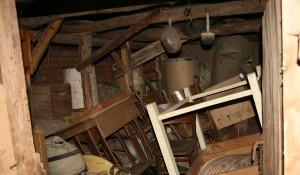 Изхвърляне на стари мебели от апартаменти и къщи