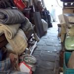Разчистване на мазе от стари мебели и боклуци