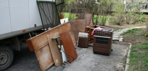 Изхвърляне и извозване на отпадъци и мебели