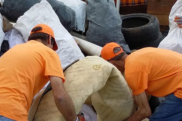 Хамали за пренасяне на тежки товари с кашони