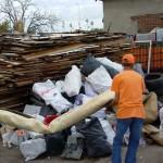 Изхвърляне на строителен отпадък пеша и на гръб