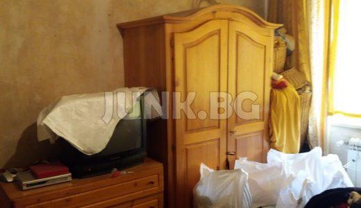 Изхвърляне на стари мебели и вещи от апартамент