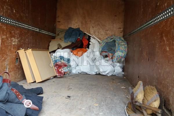 Изнася мебели от апартамент